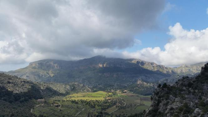 Die Wolken über dem Tramuntana-Gebirge können an diesem Wochenende reichlich Schnee auf die Gipfel niedergehen lassen.