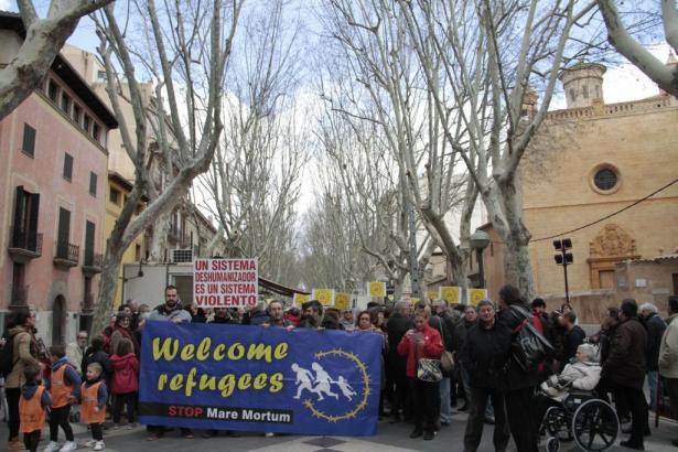 Mehr als 200 Personen sind in Palma de Mallorca auf die Straße gegangen.