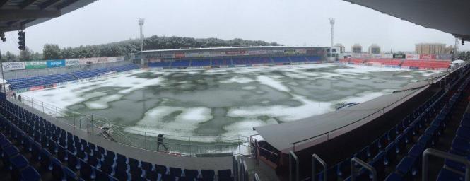Schnee auf dem Spielfeld im Stadion in Huesca: Das Auswärtsspiel von Real Mallorca musste am Samstag abgesagt werden.