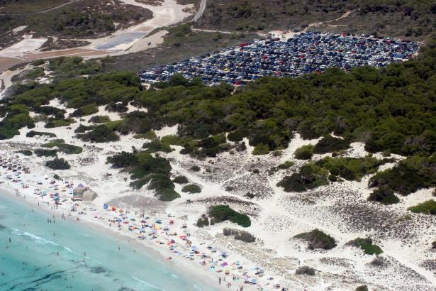 Der Parkplatz von Es Salobrar in der Nähe von Colònia de Sant Jordi soll diesen Sommer vorerst noch in Betrieb bleiben.