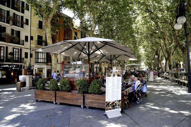 Auf dem Paseo del Borne bezahlen Cafébetreiber die höchsten Steuern für Terrassen.