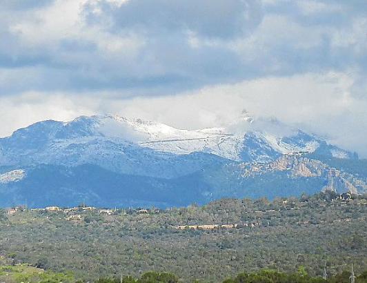 Schnee am Puig Major: Auch in den kommenden Tagen wird Mallorca dieser Anblick erhalten bleiben.