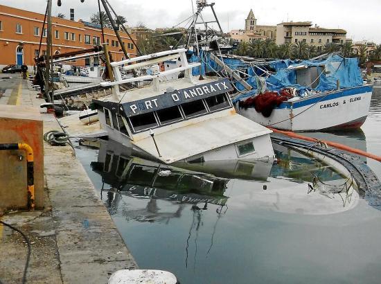 """Die """"Port d'Andratx"""" ist am Montag im Hafen von Palma gesunken."""