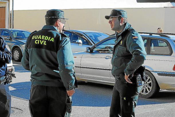 Das Archivbild zeigt Beamte der Guardia Civil bei einem Einsatz im vergangenen Jahr.