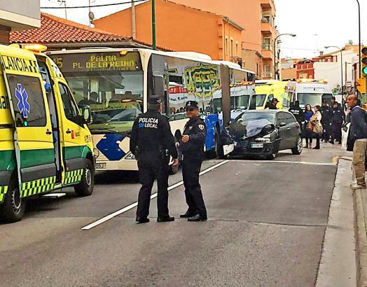 Die Polizei musste die Straße in El Molinar nach dem Unfall sperren.