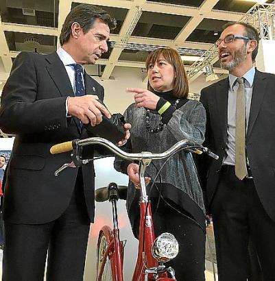 Spaniens Tourismusminister José Manuel Soria (l.) mit Francina Armengol und Biel Barceló.
