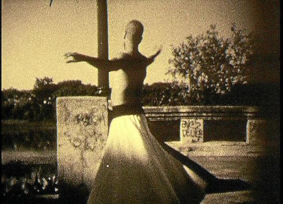 """Der Film """"Rumi"""" entstand zwischen 1995 und 1999. Er ist das zentrale Werk der Schau von Hirsch im Museum Es Baluard."""