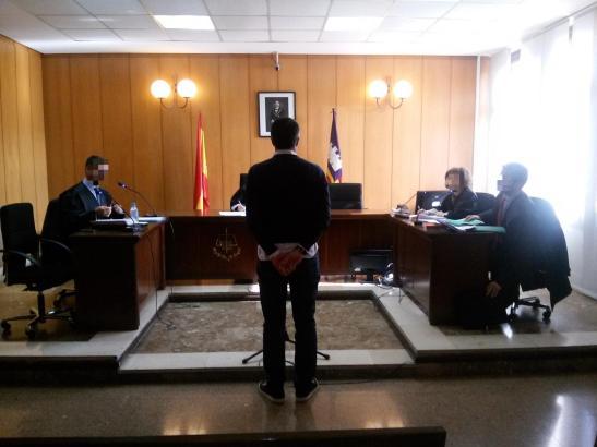 Der Ex-Kapitän der Fortuna muss sich vor einem Strafgericht in Palma verantworten.