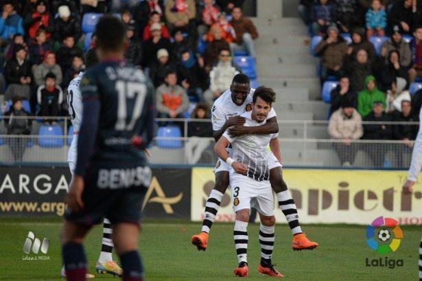 Abdoul Sissoko und Joan Oriol feiern den Treffer zum 2:0 für Real Mallorca.
