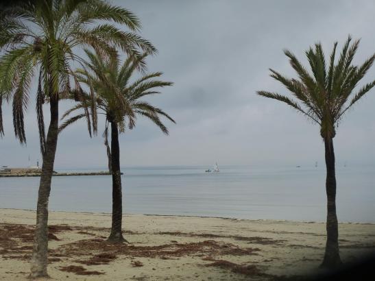 Grauer Himmel zu Frühlingsbeginn wie hier in Arenal an der Playa de Palma.