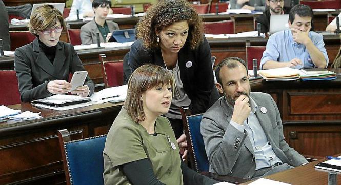Regierungspartner für Urlaubersteuer: Die sozialistische Ministerpräsidentin Francina Armengol sowie ihr Vize-Regierungsschef un
