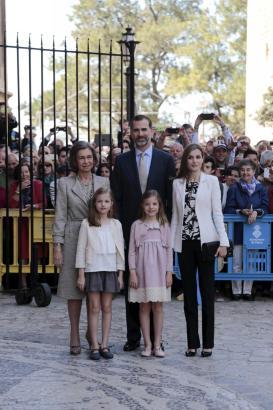 Im vergangenen Jahr nahm Königsmutter Sofía, König Felipe und seine Frau Letizia mit den beiden Töchtern Prinzessin Leonor und I