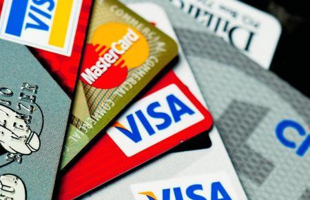 Kreditkarten sind im Mallorca-Urlaub sicherer als das Mitführen von Bargeld. Dennoch sollte man Sicherheitsvorkehrungen treffen.
