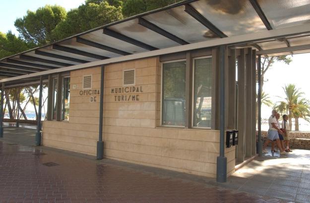 Eines der Tourismus-Büros im Gemeindegebiet von Calvià im Südwesten von Mallorca.