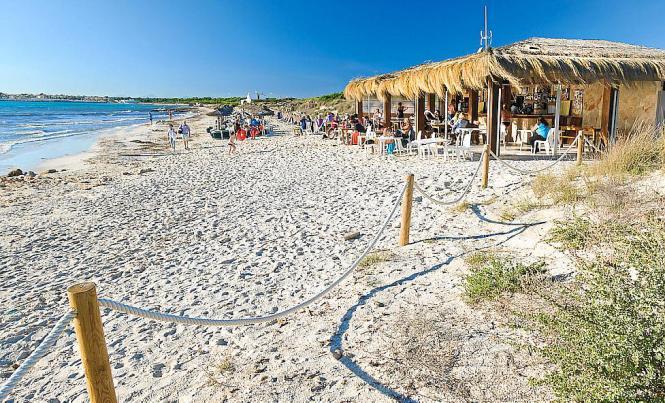 Chiringuito am Strand von Es Trenc auf Mallorca.