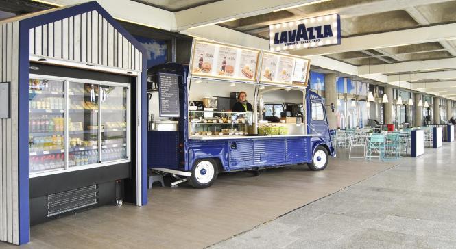 Food-Truck-Optik am Flughafen von Mallorca.