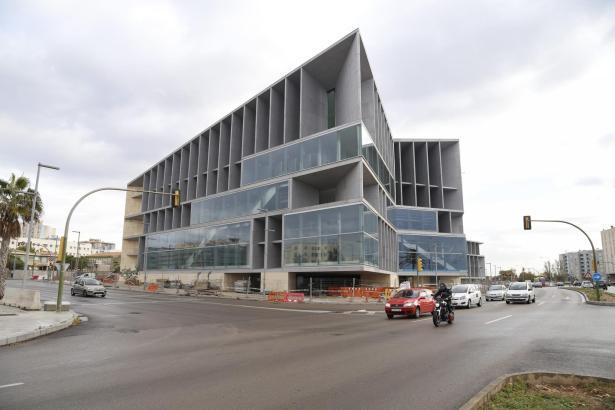 Die Aufnahme zeigt Palmas Kongresspalast kurz vor der Fertigstellung.