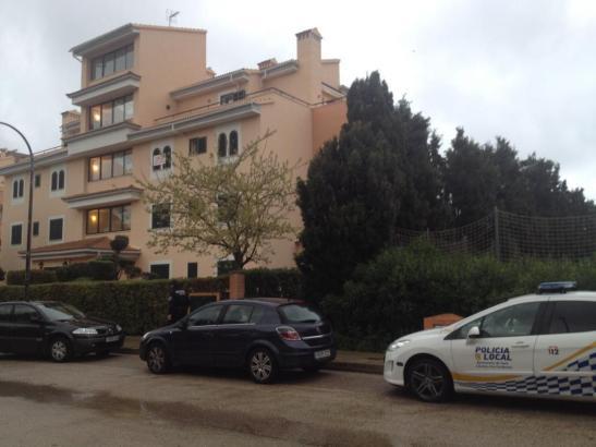 In diesem Gebäude in Cala Millor im Osten von Mallorca soll eine Frau ihren deutschen Mann erstochen haben.