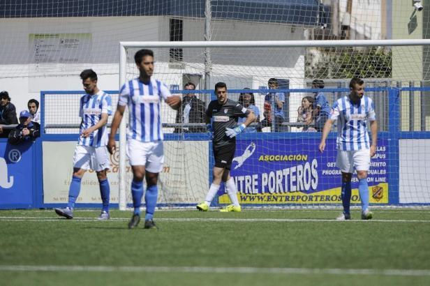 Frustrierte Balearen-Spieler im Son-Malferit-Stadion in Palma de Mallorca.