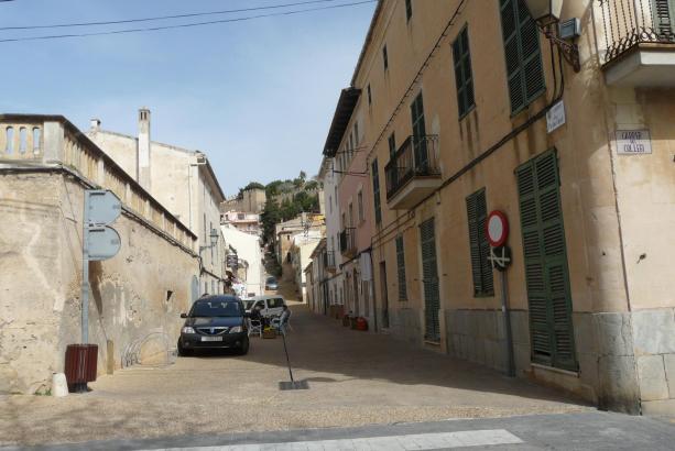 Mehrere Straßen im Zentrum von Capdepera im Nordosten von Mallorca sollen zu Fußgängerzonen werden.