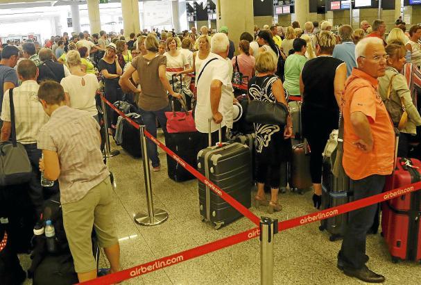 Bis Oktober werden in Palma 26,4 Millionen Passagiere erwartet. Das entspricht etwa 13 Millionen Gästen - Ankunft und Abflug wer