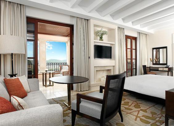 Hell, luftig, mediterran - und doch luxuriös: So werden bald alle Zimmer des Park Hyatt Mallorca ihre Besucher empfangen.