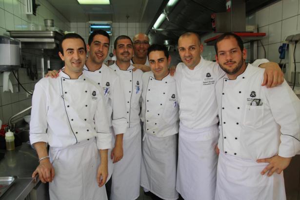 Rafa Sánchez (zweiter von rechts) mit seinem Team.