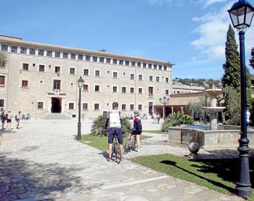 Täglich kommen Besucher nach Lluc, um das wohl sehenswerteste Kloster von Mallorca zu sehen.