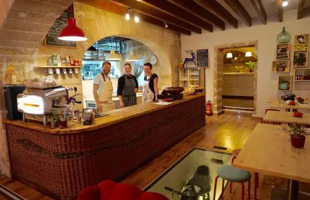 """Slow Food, frische saisonale Gerichte, knackige Salate und köstliche Kuchen: In diesem """"Eco Café"""" wird mit Liebe gekocht."""