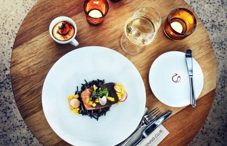 """Leichte, mediterrane Küche kommt in """"Es Club"""" auf die Designertische."""