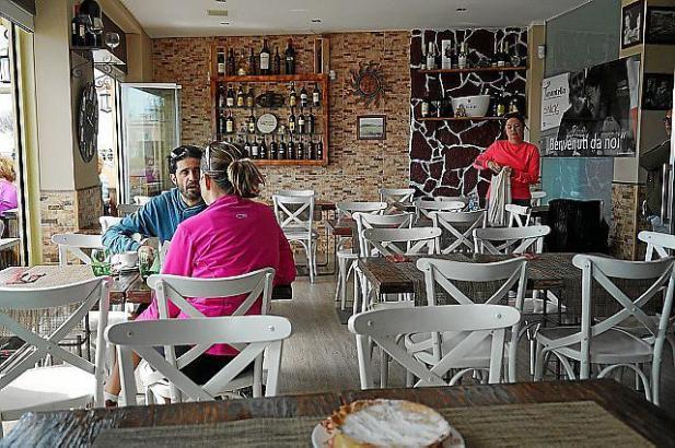 Am Hafen von Palmas Stadtteil Es Molinar gibt es im A Tarantella eine große Auswahl italienischer Speisen.