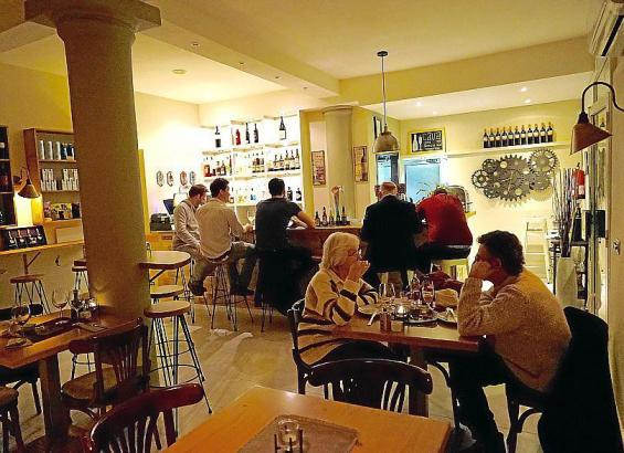 """Die """"Wine Industry"""": Eine gemütliche Weinbar in Palmas In-Viertel Santa Catalina."""