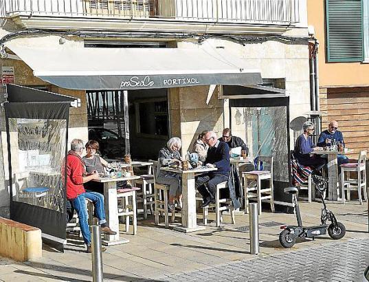 """Bei schönem Wetter auch auf der Terrasse immer gut gefüllt: Das """"ProSecco"""" in Portitxol."""