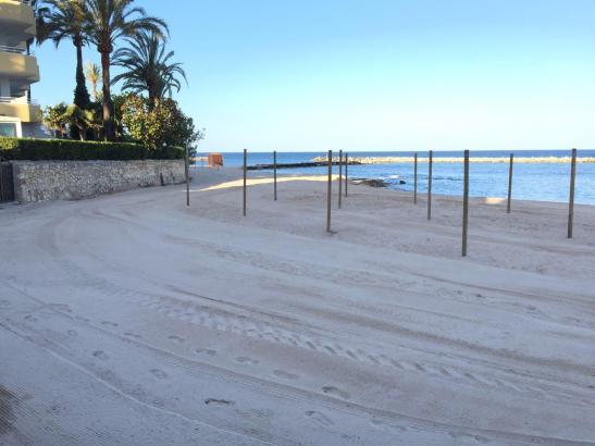 Neuer Sand in Cala Bona im Nordosten von Mallorca.