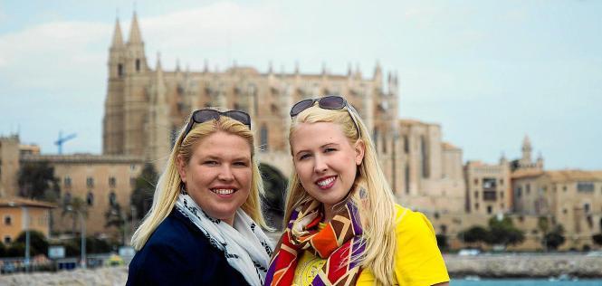 Janice Schmidt-Altmeyer (l.) und Juliet Altmeyer reisen als Cruise Sisters durch die Welt