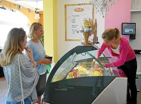 """Die Eiskreationen von """"Giovanni L."""" kann man jetzt auch im Nobelhafen von Puerto Portals genießen."""
