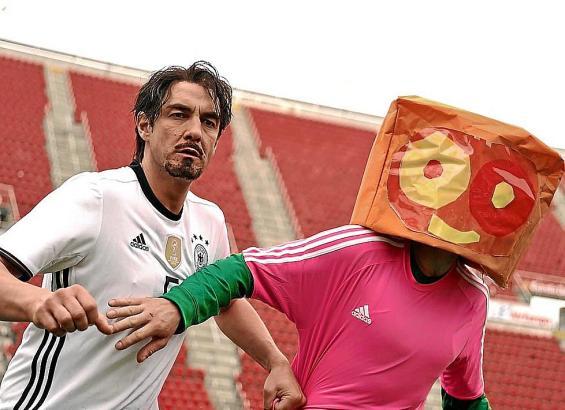 Video-Dreh im Stadion von Real Mallorca: Matze Knop als Mats Hummels.