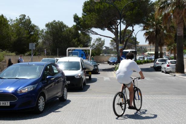 In Colònia de Sant Jordi auf Mallorca ist im Sommer mit erhöhtem Verkehrsaufkommen zu rechnen.
