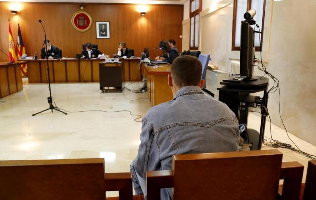 Der Angeklagte akzeptierte die Entscheidung des Gerichts.
