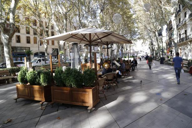 Die Café-Terrassen auf der Flaniermeile Borne sind gleichzeitig beliebt und umstritten