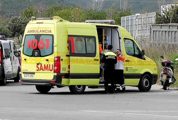 Das Archivfoto zeigt einen Krankenwagen.