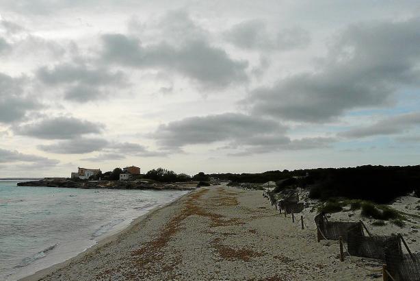Der Strand von Es Trenc auf Mallorca im Mai 2016.