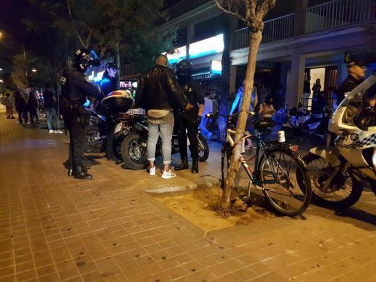 """Rund 40 Beamte der Lokalpolizei von Palma de Mallorca kontrollierten am Wochenende die Einhaltung der neuen """"Benimmregeln""""."""
