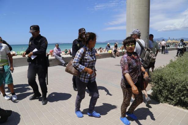 Polizeioperation an der Playa de Palma auf Mallorca.