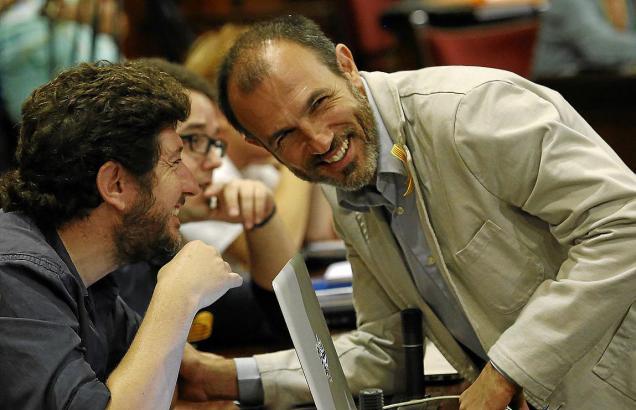 Podemos-Chef Jarabo (l.) und Vize-Ministerpräsident Barceló (Més) treten bei den Parlamentswaheln Ende Juni mit einer gemeinsame