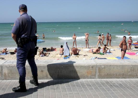 Die Polizei an der Playa de Palma hat zwei Deutsche festgenommen.