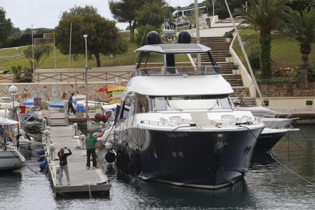 """Wenn Rafael Nadal nicht auf dem Meer unterwegs ist, macht """"Beethoven"""" wie hier im April im Hafen von Porto Cristo fest."""