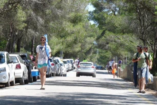 Besonders im Küstenort Ses Covetes wird die Parkplatzsuche zum Glücksspiel