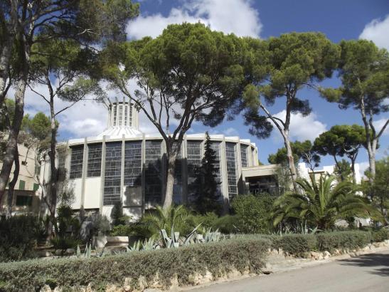 Die Porciúncula-Kirche ist das bekannteste Bauwerk auf dem parkartigen Gelände oberhalb der Playa de Palma.