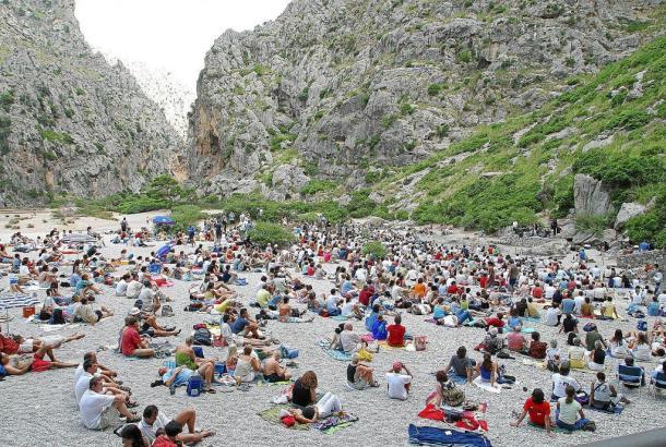 In Sa Calobra läuft die Gebirgsschlucht ins Meer aus. Dort befindet sich die Naturbühne für die Konzerte im Torrent de Pareis.
